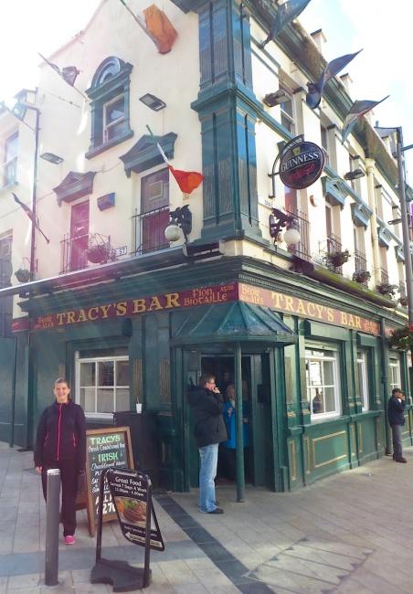 DerryTracysBar2