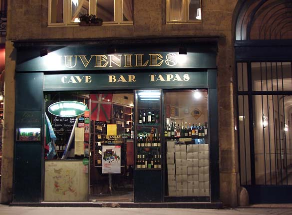 Juveniles Bar